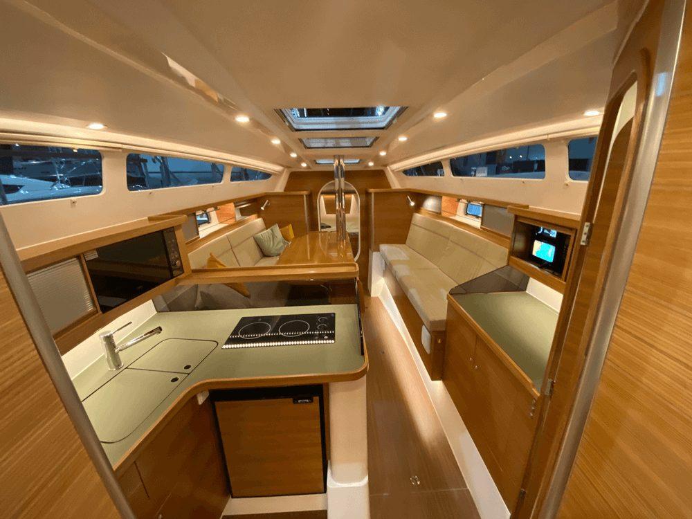 This cruising trimaran can do 24 knots
